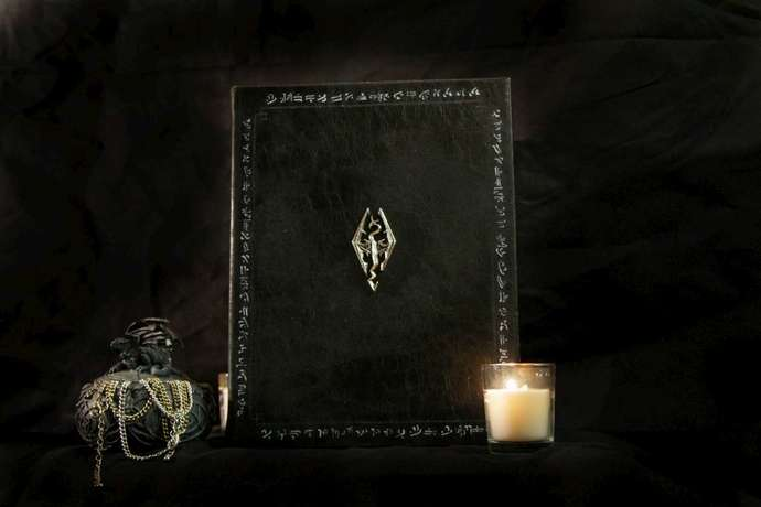 Skyrim Book of the Dragonborn Dovahkiin eReader / Kindle / Tablet / iPad Cover