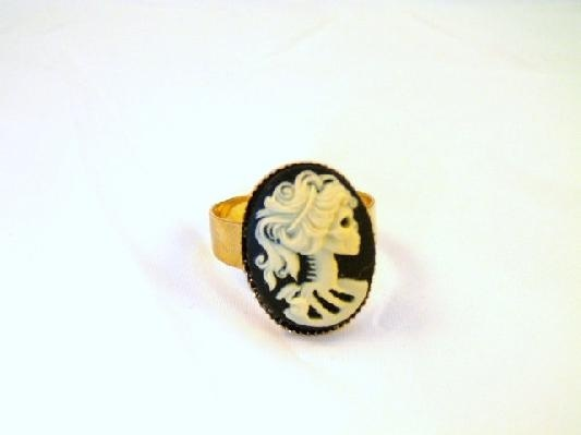 Gothic Lolita Cameo Simple Goldtone Ring