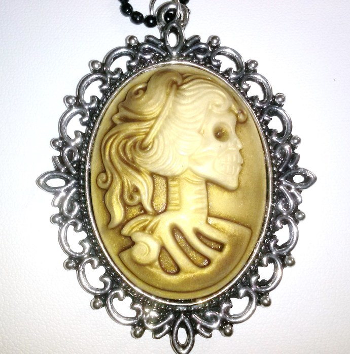 Taupe Lady Death Cameo