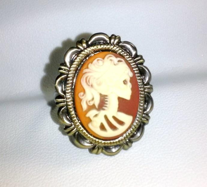 Gothic Lolita Cameo Ring = Goldtone Setting, Dualtone Cameo Background