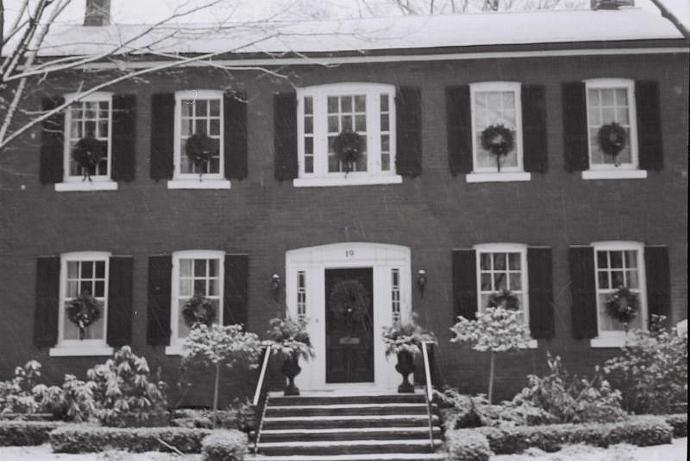 Wreath House 5 x 7