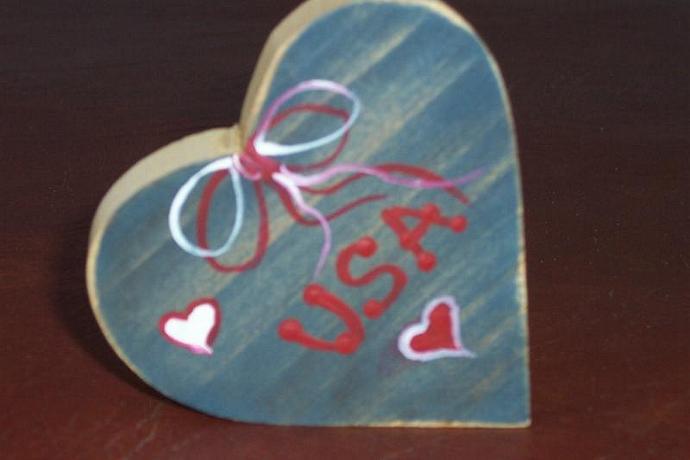 USA Heart Shelf Sitter