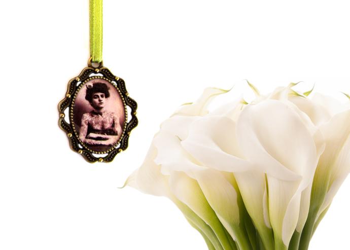 Custom bouquet charm in antique bronze, custom wedding bouquet photo charm,