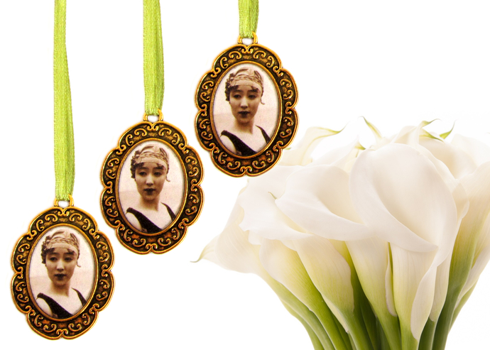 3 custom bouquet charms in antique gold, custom wedding bouquet photo charm,