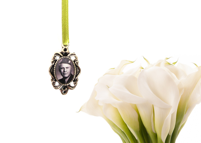 Custom bouquet charm in antique silver, custom photo pendant, small oval style