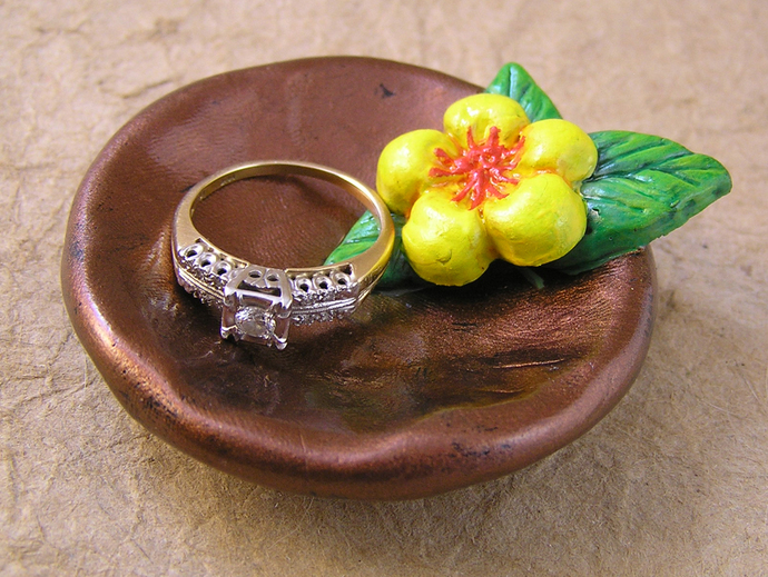 Flower ring bowl in yellow, green, and copper