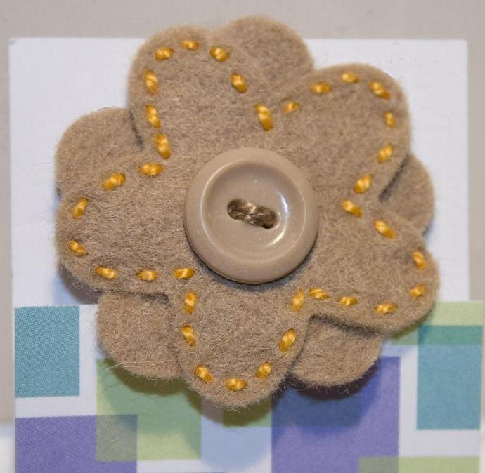 Tan Flower felt pin