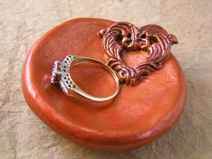 Filigree heart ring dish in bronzed red