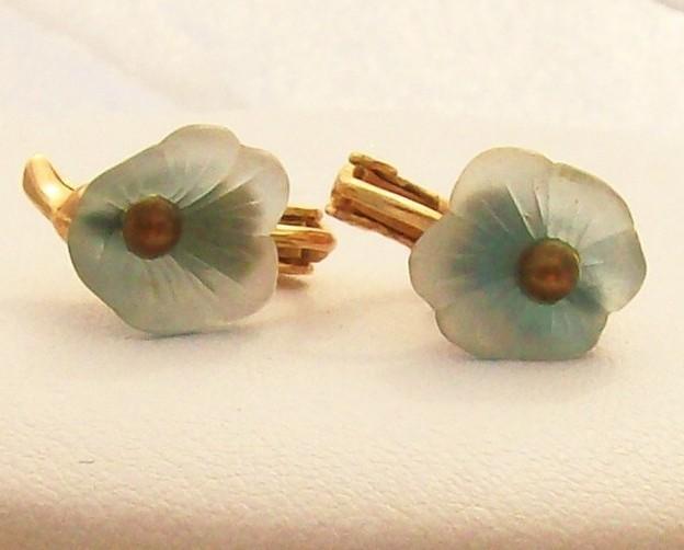 Vintage - Blue Flower Petals Clip On