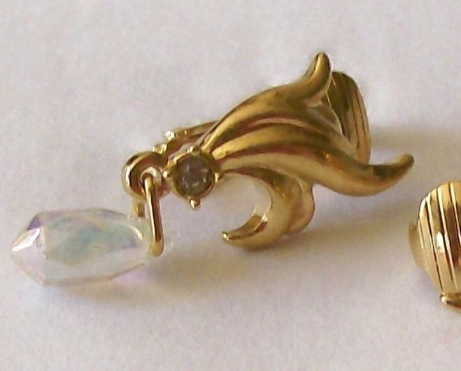 Vintage - Gold Tone Crystal Dangle Clip On Earrings