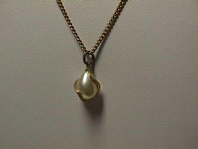 "Vintage - 16"" Delicate Goldtone Chain Captured Pearl Necklace"